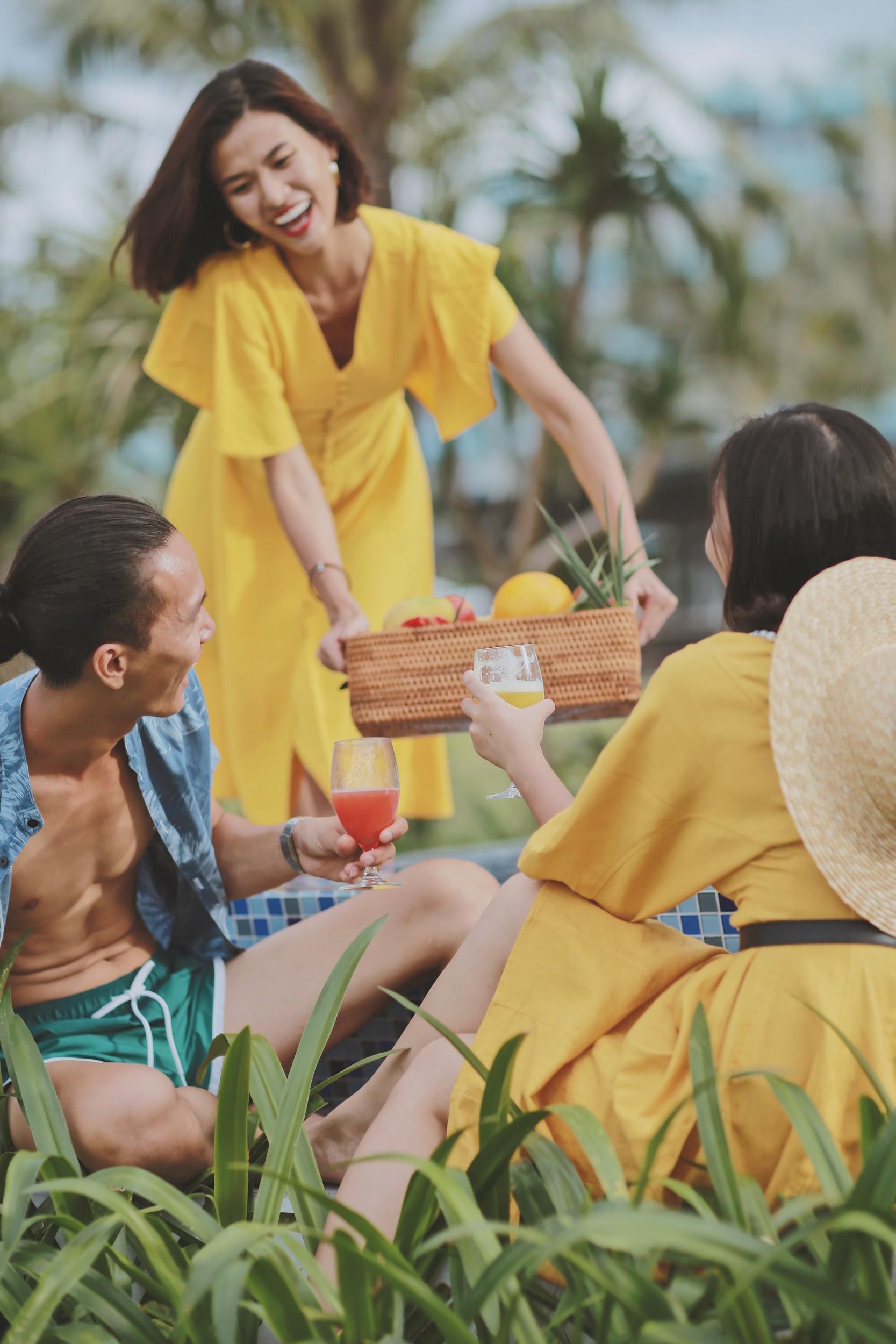 Here We Go: Team Cao Thiên Trang đánh lẻ thực hiện bộ ảnh siêu chất bên bể bơi Vinpearl Nam Hội An - Ảnh 6.