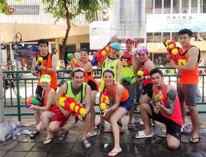 """Giới trẻ Việt đang kéo cả team qua Thái """"quẩy"""" Tết Songkran cho đã! - Ảnh 2."""