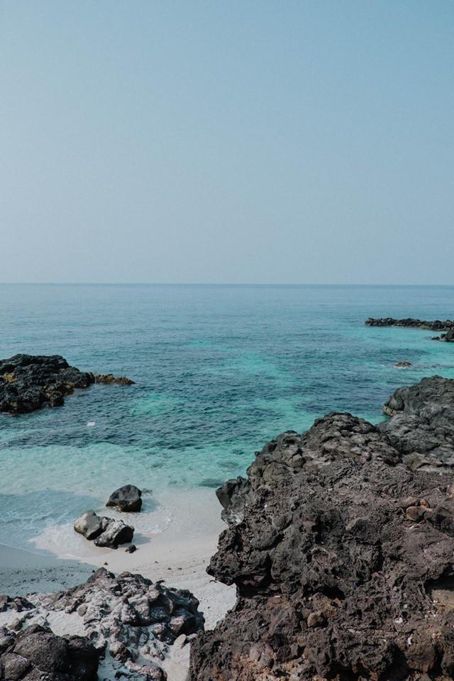 Cứ tưởng chụp ở nước ngoài, ai ngờ vùng biển trong vắt này lại nằm ngay ở Việt Nam mà lại còn rất dễ đi! - Ảnh 13.
