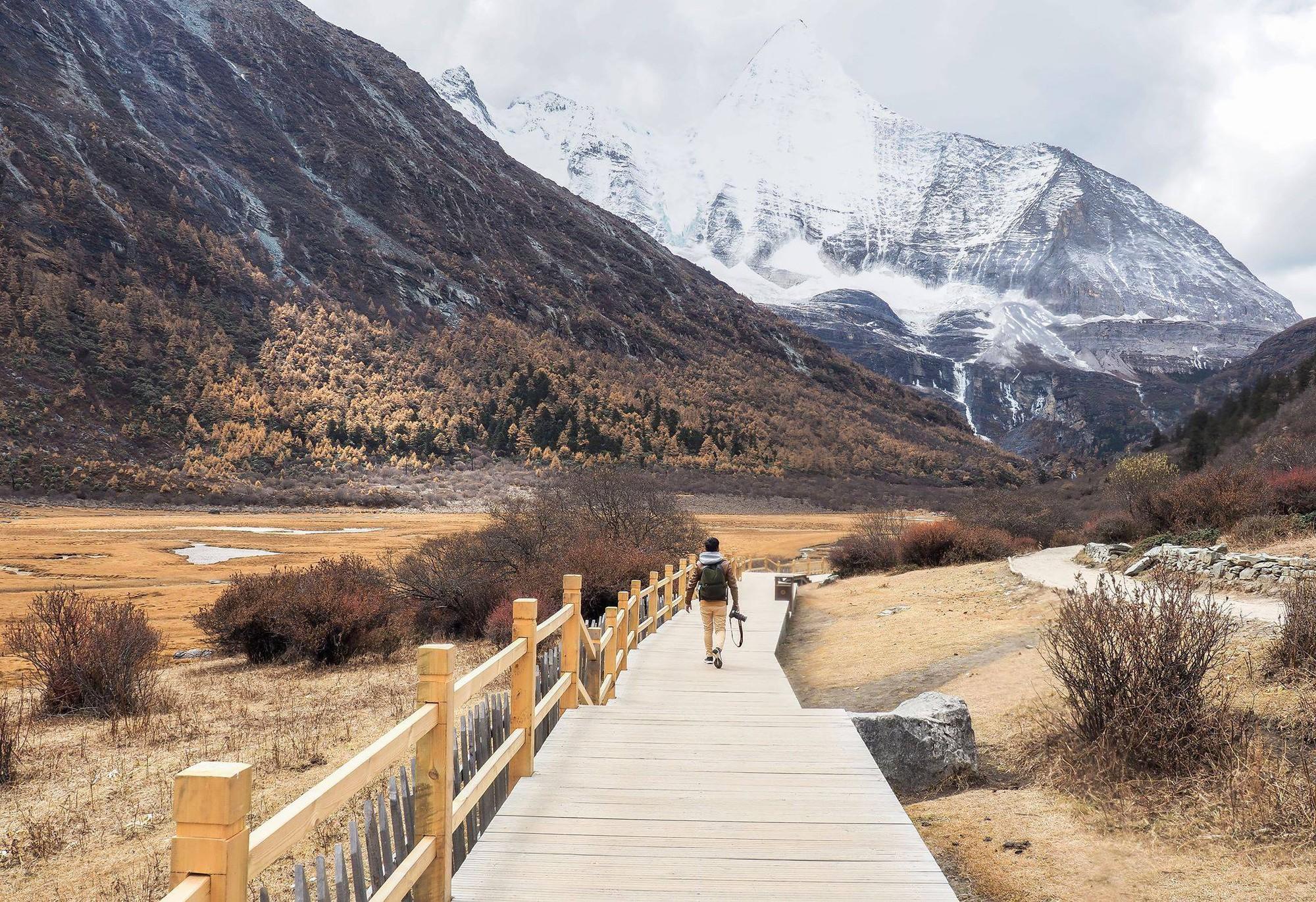 Ít ai biết Trung Quốc có một nơi được mệnh danh tận cùng nhân gian: Đường đi vô cùng khó khăn, phong cảnh đẹp đến choáng ngợp! - Ảnh 1.