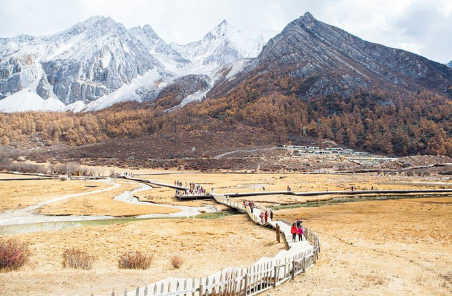 Ít ai biết Trung Quốc có một nơi được mệnh danh tận cùng nhân gian: Đường đi vô cùng khó khăn, phong cảnh đẹp đến choáng ngợp! - Ảnh 15.
