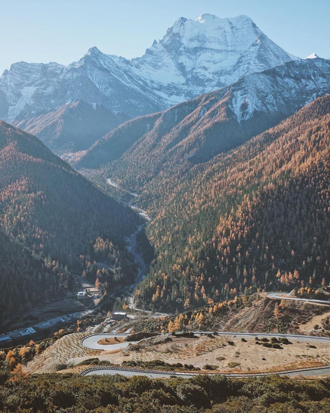 Ít ai biết Trung Quốc có một nơi được mệnh danh tận cùng nhân gian: Đường đi vô cùng khó khăn, phong cảnh đẹp đến choáng ngợp! - Ảnh 16.