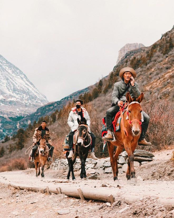 Ít ai biết Trung Quốc có một nơi được mệnh danh tận cùng nhân gian: Đường đi vô cùng khó khăn, phong cảnh đẹp đến choáng ngợp! - Ảnh 8.