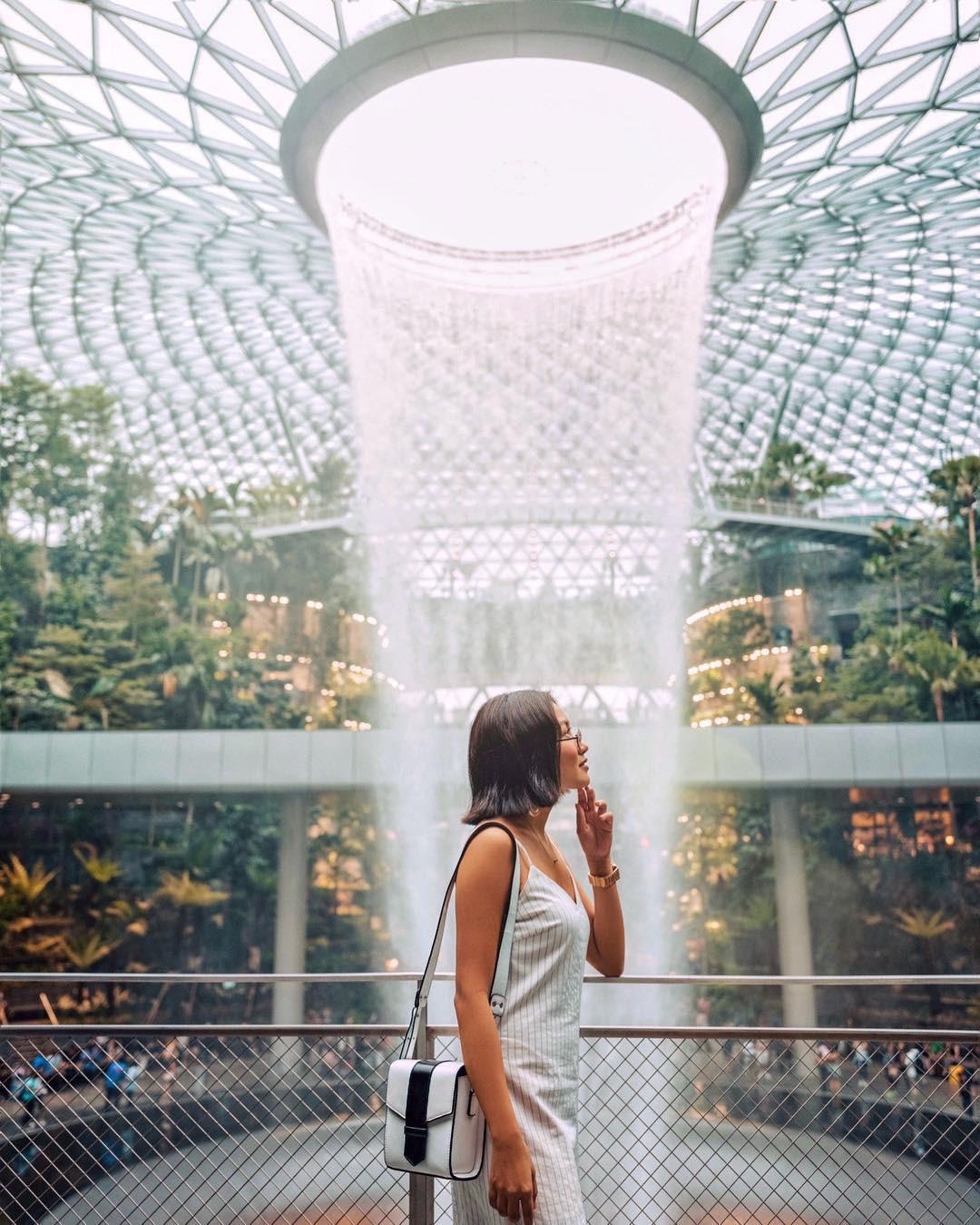 Thác nước khổng lồ chiếm trọn spotlight sân bay Changi - Singapore: cứ 10 người đến đây thì hết 9 người đăng ảnh check-in với background này - Ảnh 10.