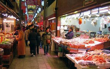 """Khám phá ngôi chợ hơn 400 năm tuổi được mệnh danh là """"căn bếp"""" của người dân Kyoto ở Nhật Bản"""