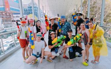 """Giới trẻ Việt đang kéo cả team qua Thái """"quẩy"""" Tết Songkran cho đã!"""