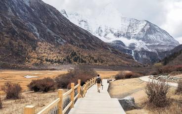 """Ít ai biết Trung Quốc có một nơi được mệnh danh """"tận cùng nhân gian"""": Đường đi vô cùng khó khăn, phong cảnh đẹp đến choáng ngợp!"""