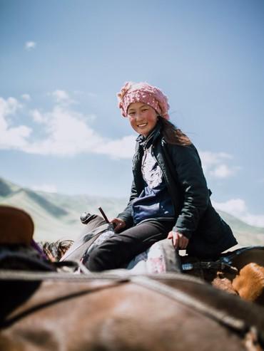 """Hành trình 2 tháng ngao du trên Con đường Tơ lụa của nữ nhiếp ảnh gia Hà Nội: Xứng tầm hai chữ """"huyền thoại""""!"""